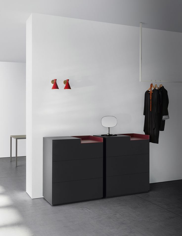With different materials and colors inmotion modular system rappresent the style and the DNA of MDF Italia furniture.