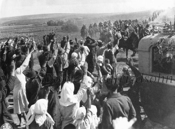 https://flic.kr/p/Jv6jD8 | 03. Basarabia. Populaţia unui sat întâmpină trupele române