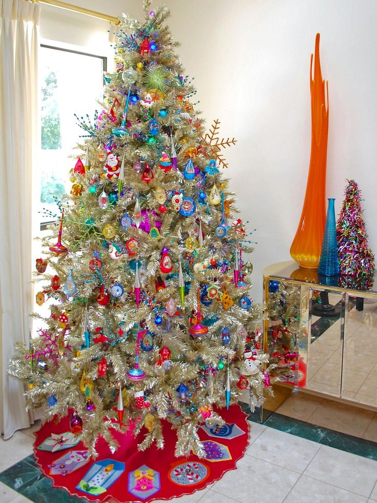 10 Totally Outrageous Retro Christmas Trees >> http://www.diynetwork.com/content/diy-com/en/how-to/make-and-decorate/crafts/photo-galleries/2015/m/10-totally-outrageous-christmas-trees.html?soc=pinterest