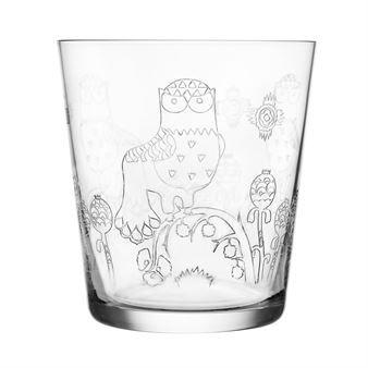 Det vackra Taika glas 2-pack kommer från Iittala och har ett elegant och charmigt mönster etsat i glaset. Glaset är designat av Klaus Haapaniemi och har ett nostalgiskt men ändå modernt utseende. Det har en lätt känsla, generös storlek och är sköna att dricka ur. Kombinera gärna med tallrikar, skålar och andra serveringsdelar från Taika-serien för en snygg dukning!