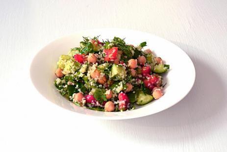 Средиземноморский салат из киноа и жареного перца рецепт - салат из киноа рецепт, рецепты из киноа :: JV.RU