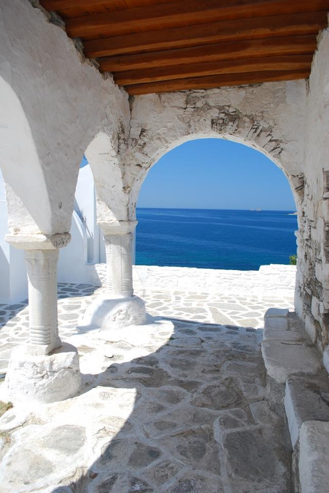 One of our favourite spots to gaze at the Aegean #Sea: the Venetian Castle in Parikia #Paros Island #Greece  <3