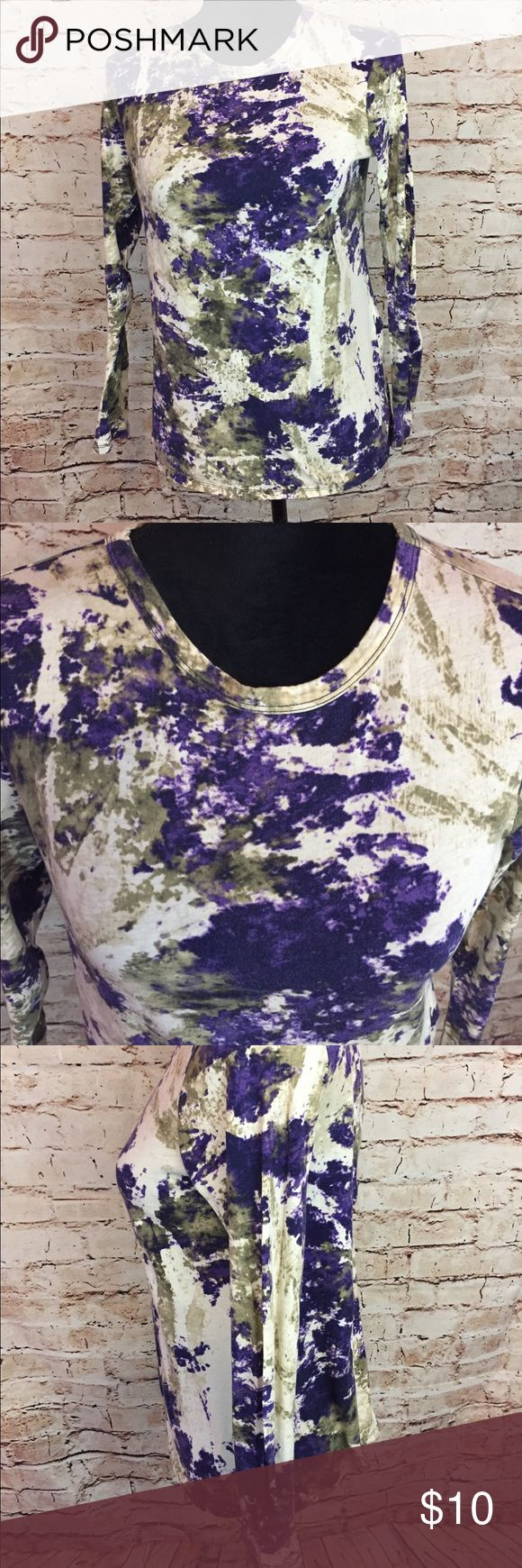 Simply Vera Wang Petite Blouse TyeDye Purple Small Simply Vera Wang  Women's Petite Blouse  Size Small Tye Dye Splatter Paint Purple/White  Please visit my Closet for other great priced items  BERRYFINECLOTHES  🍓🍓🍓🍓 Simply Vera Vera Wang Tops Blouses