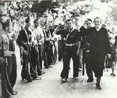 Pasionaria pasa revista al Batallón del Acero. Alto de Somosierra. El coronel García-Escámez. El Quinto Regimiento. El Batallón del Acero