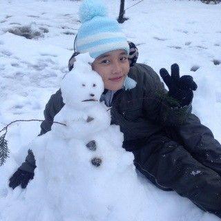 U are so cute with that snowman -Biwa