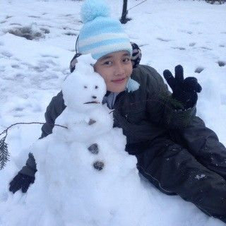 U are so cute with that snowman -Biwa