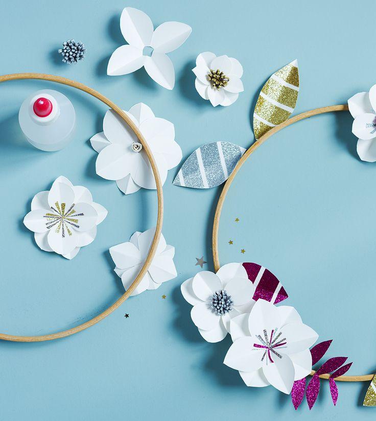 Noël : fabriquer une couronne de fleurs en papier
