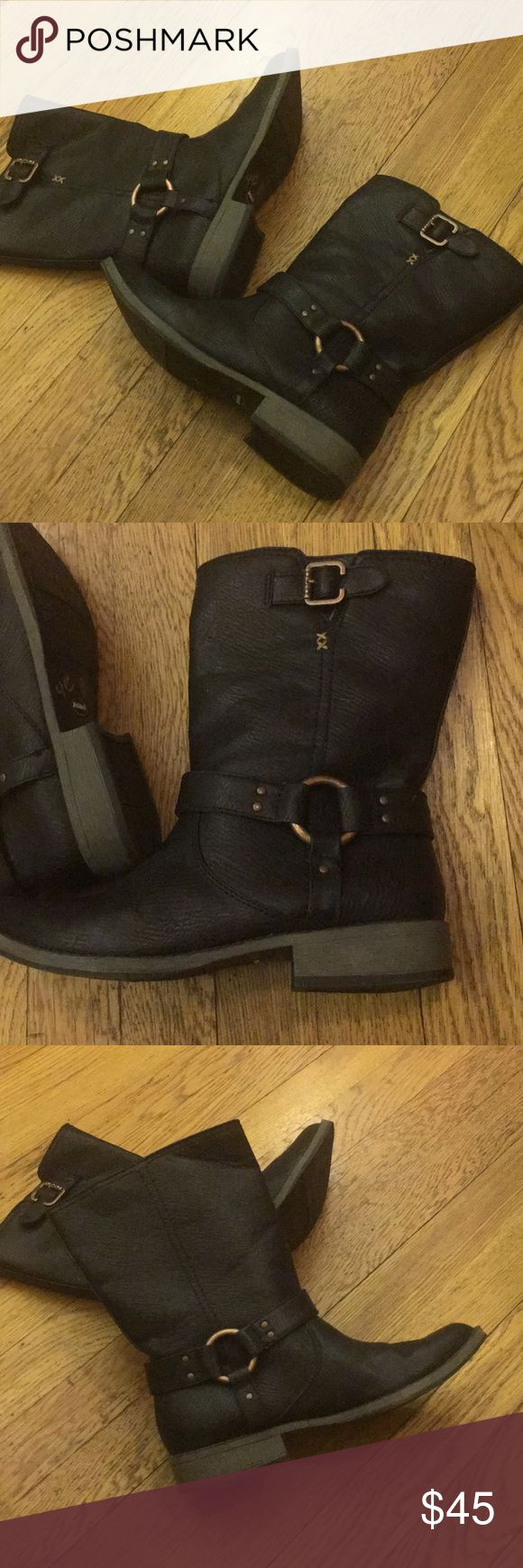 Dr scholls mid calf boots Dr scholl's midcalf Boots in black leather says size 7 but I think it fits size 6/6.5 Dr scholl's Shoes Ankle Boots & Booties