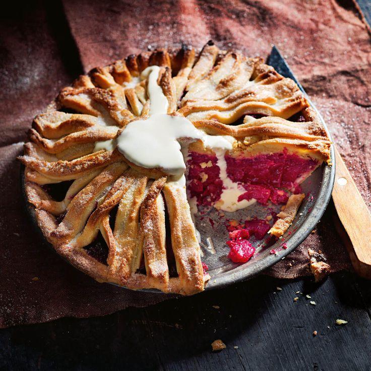 How to make Beetroot, Rhubarb & Apple Pie #Beetroot #Rhubarb #Apple #Pie #Dessert #Recipe