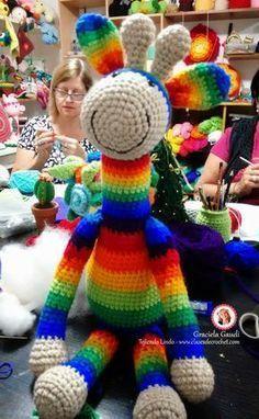 Paso a paso cómo se teje la jirafa a crochet amigurumi, info de Madres Hiperactivas en clases de crochet.