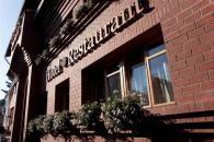 Impozáns szálloda és étterem a város szívében. 22 egyedi és elegáns kialakítású szobával és lakosztállyal várja vendégeit.