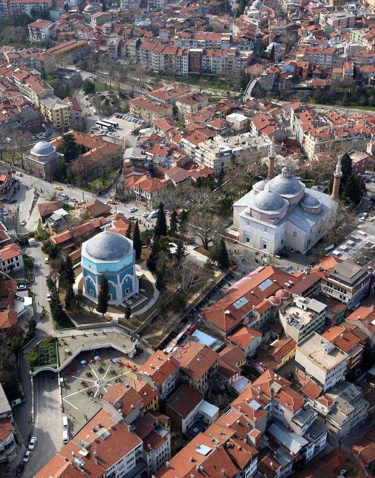Yeşil türbe/Bursa/// Yeşil Türbe Yıldırım Bayezid'in oğlu Sultan Mehmet Çelebi tarafından 1421 yılında yaptırılmıştır. Mimarı Hacı İvaz Paşa'dır. Bursa'nın sembolü haline gelen yapı şehrin her yerinden görülebilecek bir konuma sahiptir.