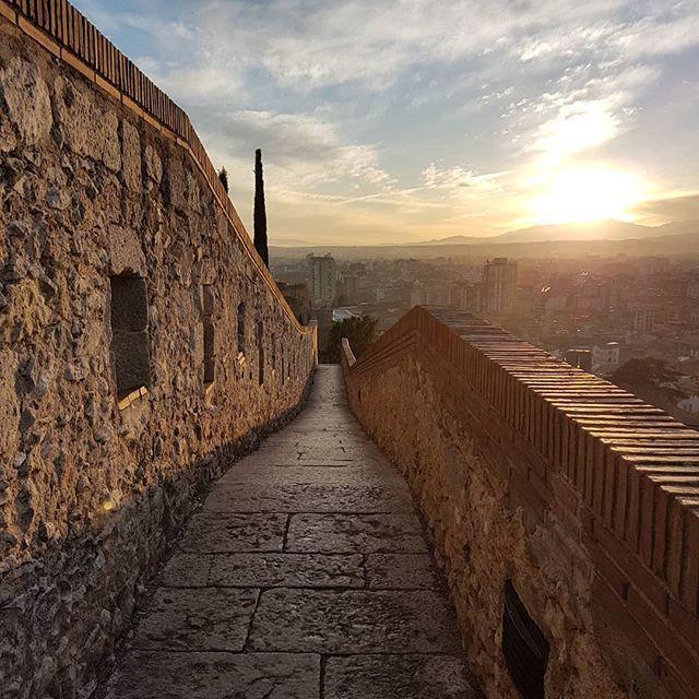 Bello atardecer contemplando las murallas de Girona. #century21xarxa #century21 #lohagoporti #portucasa #vender #honestidad #seriedad #profesionales #meimportastu #realtorlife #localrealtors - posted by Begoña Sánchez https://www.instagram.com/bsanchezcentury21xarxa - See more Real Estate photos from Local Realtors at https://LocalRealtors.com