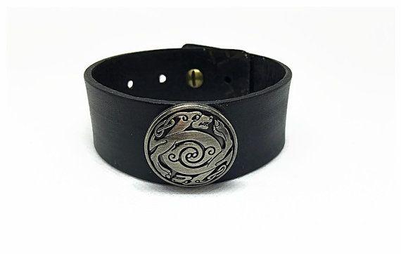 Bracelet en cuir noir Bracelet celtique par DreamyKaonaCreations