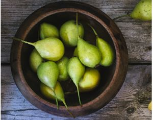 PEAR PUREE Peel, core and quarter a fully ripened organic pear. Cut into small pieces. Place into small saucepan with a little water. Gently cook with lid on until soft. Stir occasionally. Cool slightly, puree until smooth. Add some water if needed.