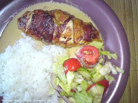 Baconlindad kycklingfilé med ostfyllning