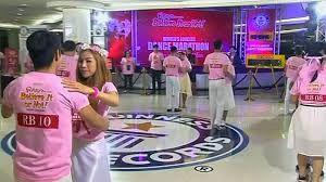 In Pattaya hebben negen koppels op Valentijnsdag het wereldrecord voor de langste dansmarathon verbroken.Dat meldt de website Channel NewsAisa