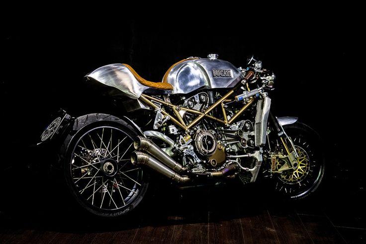 Metalbike Garage: кафе рейсер Ducati S4R