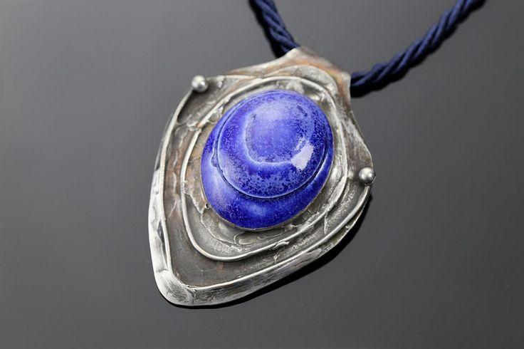 Cobalt – copper pendant with ceramic / wisior z miedzi i ceramiki