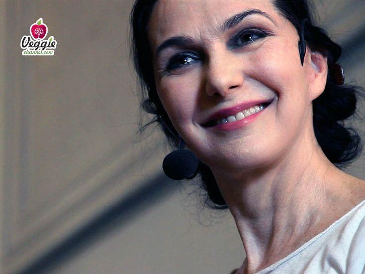 """Nuovo VIDEO su Veggie Channel: """"Sharon Gannon - Conferenza a Roma"""". Durante il workshop di Jivamukti Yoga, svoltosi a Roma il 28 ottobre 2012, Sharon Gannon ha tenuto un discorso sul perché essere yogi implica il fatto di essere vegan. http://veggiechannel.com/video/personaggi-famosi-mondo-vegan/sharon-gannon-conferenza-a-roma"""