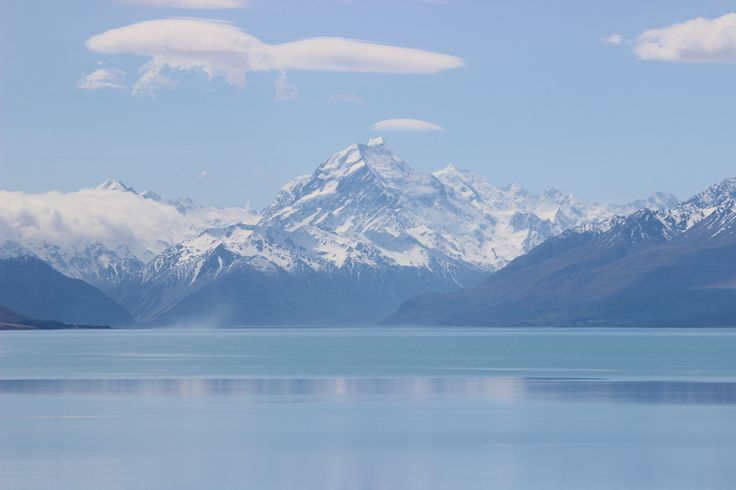 The view of Mt Cook from the highway at Lake Pukaki on the road trip from #Christchurch to #Queenstown. Great place to stop for a picnic lunch! #UltimateQueenstown #NewZealand