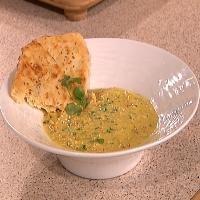 Indisk-inspirert kyllingsuppe med eple og karri -