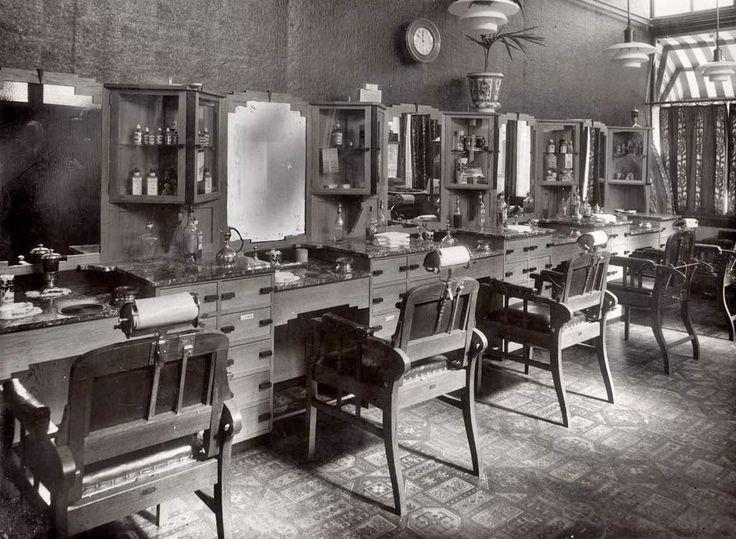 Arnhem: Het fraaie interieur van de Arnhemse stationskapper in 1931