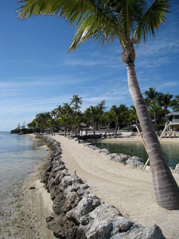 Retour sur un voyage à deux, tout en contraste en Floride entre Miami et Key West. Key West avec ses influences cubaines, son charme authentique et ses jardins tropicaux et Miami avec ses longues plages de sable blanc, son architecture art déco et ses hôtels de luxe. A retrouver sur www.bookdevoyage.com