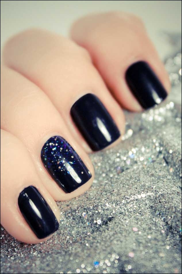 subtle nail art, black and glitter