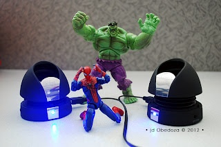 12/365 The Hulk doesn't seem to enjoy listening music through as simple earphones, so he got something bigger, an X-mini speaker. While Spidey here doesn't seem to approve.