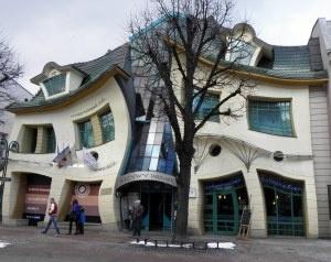 Casa curbata, Sopot