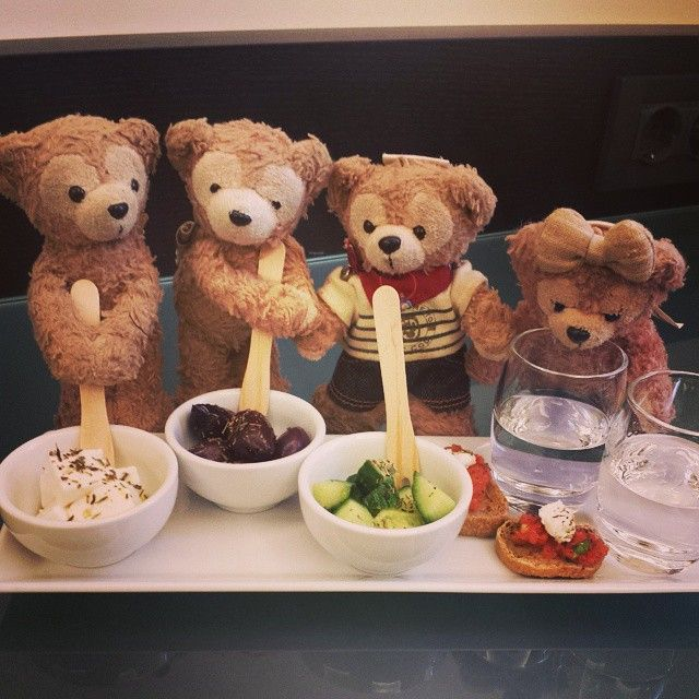 #duffy jnr ,duffy sailor and #shellie had a warm reception when they arrived at #oandbhotel #athens #athenshotel