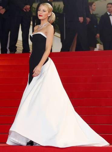 """Blake Lively acertou novamente com um vestido preto e branco para a exibição de """"Captives"""" Foto: YVES HERMAN / REUTERS"""
