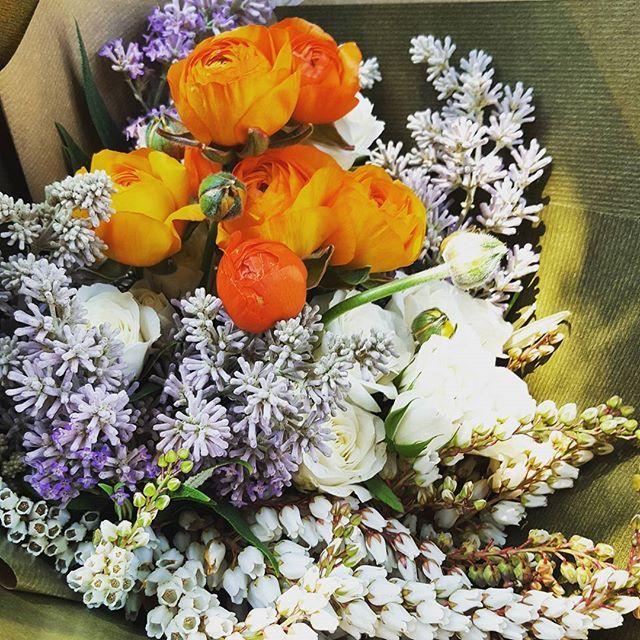 Garden style bouquet featuring fun orange Ranunculus 🍊