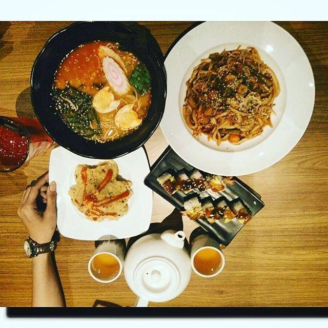 Bila engkau ingin satu, maka jangan ambil dua. Karena satu menggenapkan, tapi dua melenyapkan~dee lestari..thanks bro @andiyapriansah #fotokekiniankatanya #fotokekinian #food #foodphotography #foods #friend #lifeisbeautiful #lifequotes #happiness #happy #grateful #indonesianfood #shushi #indonesia