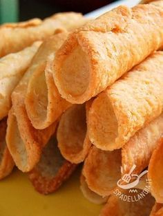 I cannoli sono una specialità siciliana nota in tutto il mondo. Con questo Impasto per Cannoli siciliani imparerete come realizzare l'impasto doc!