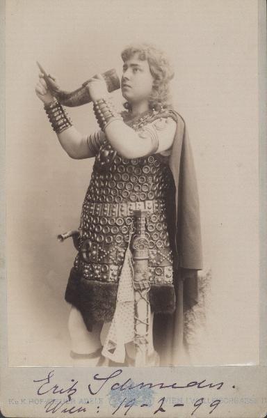 schmedes_-erik-as-siegfried-in-gotterdammerung-1868-1931.jpg (384×600)
