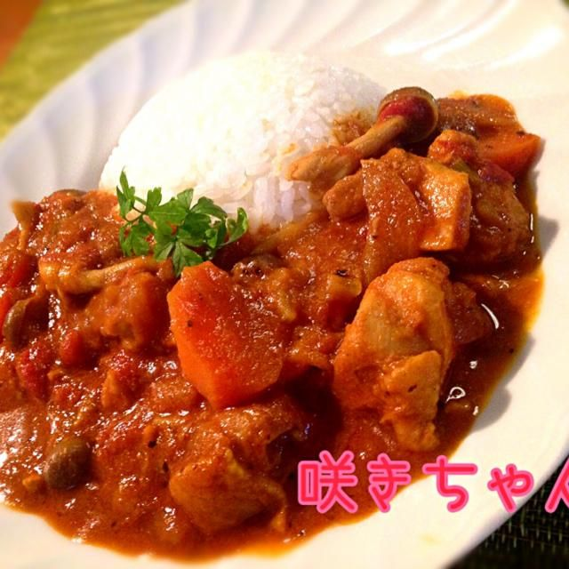 先日donburiさんが作っていて食べたくなったので作っちゃいましたー!が、インドカレーだと具がほとんどなくて食べ応えがないので、日本式に野菜をゴロっと入れて作ったので中間カレー 旦那が辛いの苦手なので、食べる時にカイエンペッパーを振って やっぱ酸味と辛味のコラボ最強✌️どんちゃん、食べ友お願いします✨ - 279件のもぐもぐ - カレー粉でインドと日本の中間カレー by sakichan63