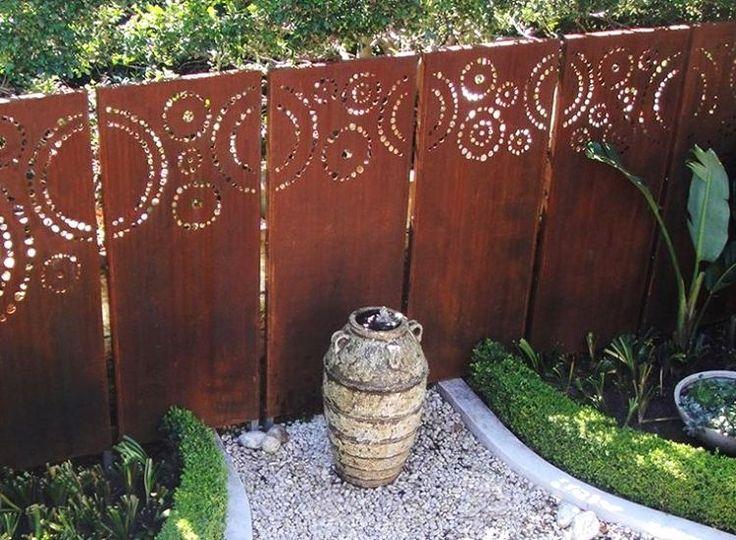 déco jardin en acier corten brise-vue avec des motifs fleurs