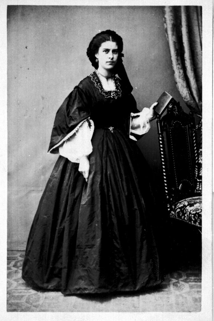 1860s photo from Edvard Grieg archives. They really did wear those ginormous pagoda sleeves and undersleeves. Nice square neckline w/ trims too. http://www.flickr.com/photos/bergen_public_library/5703267302/