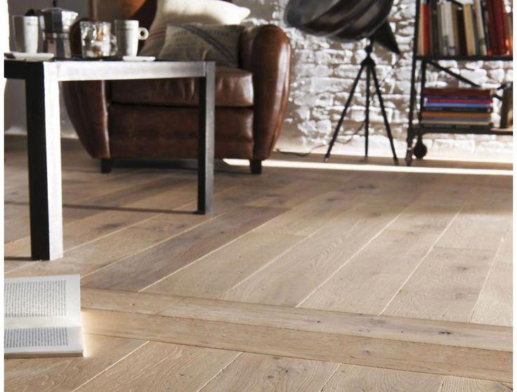 Le parquet offre un cachet incontestable à votre intérieur. Du bois blond au plus grisé, avec ou sans veinage marqué, massif ou contrecollé, en pose traditionnelle ou en échelle…