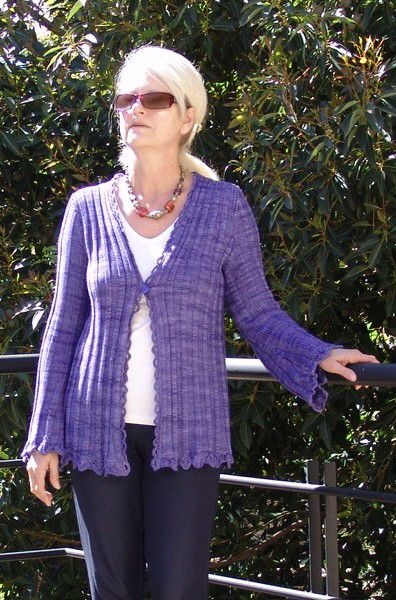 #1002. Diamond Collection. Slinky Cardigan. Ravelry / Craftsy / Woolhogs. Vinnis Colours Serina 100% Bamboo.