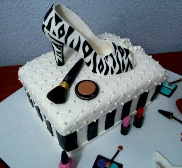Tarta Zapato Cebra Guess 2 | De Perla's | Tartas fondant personalizadas en Málaga