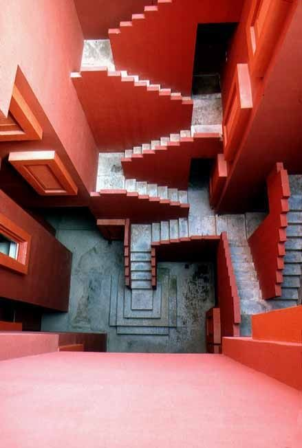 Like a fantastic fortress, the Red Wall rises just next to the sea in the town of Calpe, Alicante. Although this stunning structure is a homage to Arabian architecture, House of Stairs by Escher comes to our minds when seeing this work | La Muralla Roja - 1973, Calpe, Alicante, Spain #coloreveryday