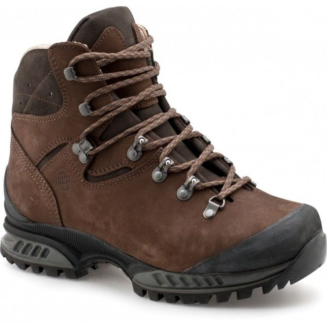 Känga för breda fötter. Tatra Wide är en halvhög, lätt och stabil känga med bred läst och ett skönt läderfoder. Den ger bra stöd och skön stötdämpning vid vandring i terräng med tung packning.