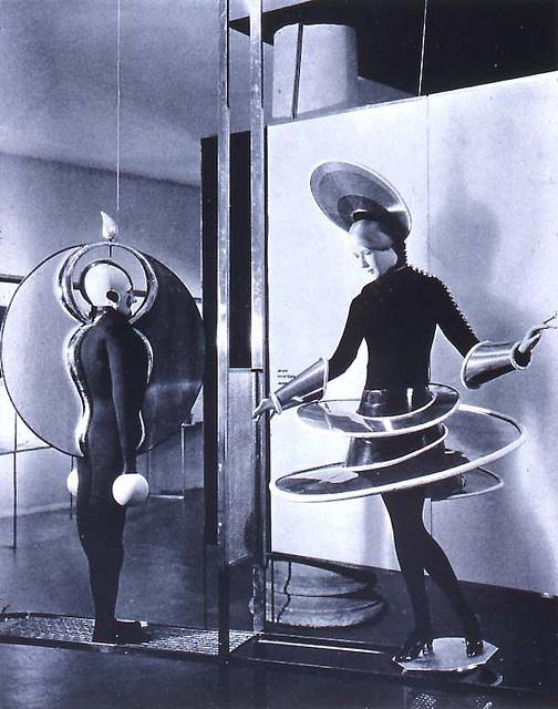 Oscar Schlemmer Bauhaus ballet costumes.