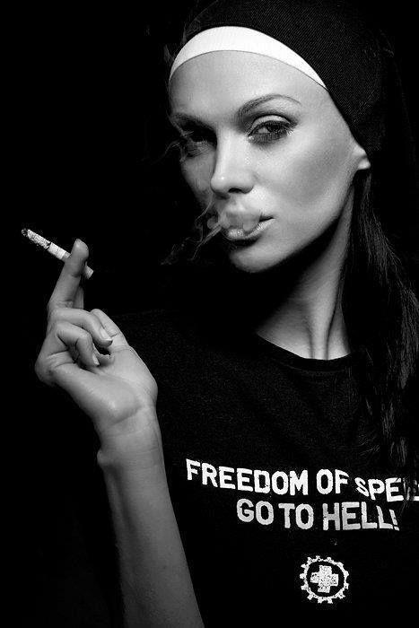 © Aneta Kowalczyk, Hellwoman, Self. https://www.facebook.com/pages/Le-Seuil-et-lHorizon/300782323265464