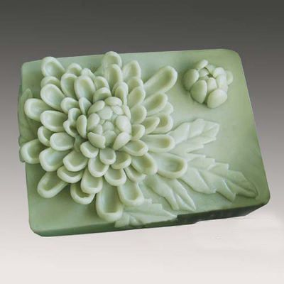 Silicone Molds to make your own flower soap - More DIY flower projects http://thegardeningcook.com/diy-flower-projects/
