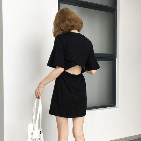 새로운 여름 2017 여성의 새로운 도착 고삐 섹시한 작은 반소매 드레스 스커트 슬림은 얇은 블랙 학생이었다