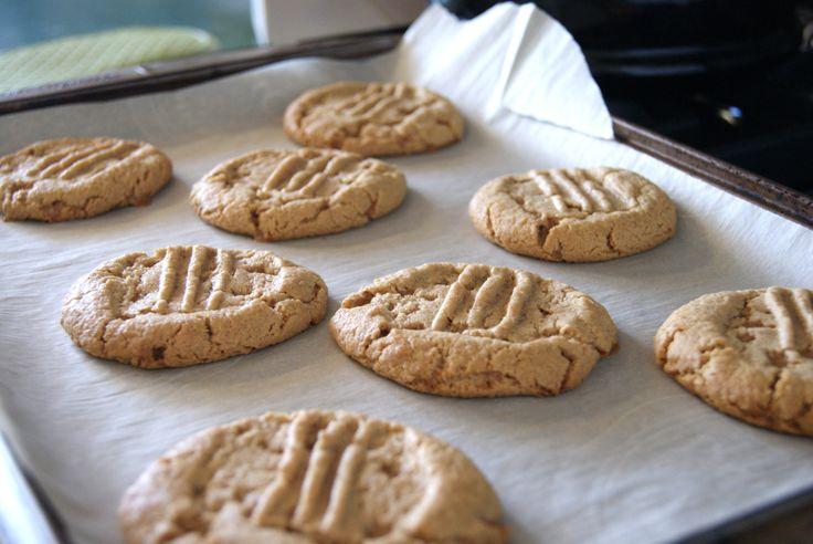 Peanut Butter Cookie with Skor Bites  www.bakeyourplate.com